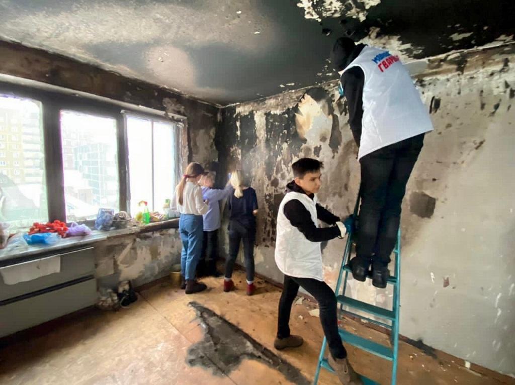 Добровольцы помогают восстановить квартиру после пожара ветерану Великой Отечественной войны
