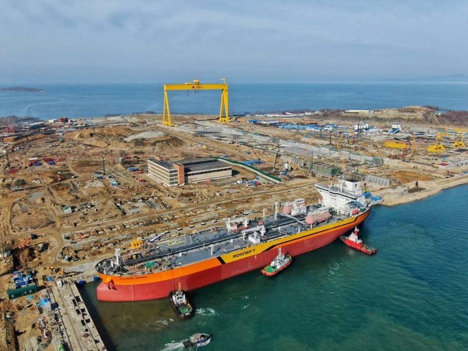 В России начались испытания «арктического» нефтяного танкера