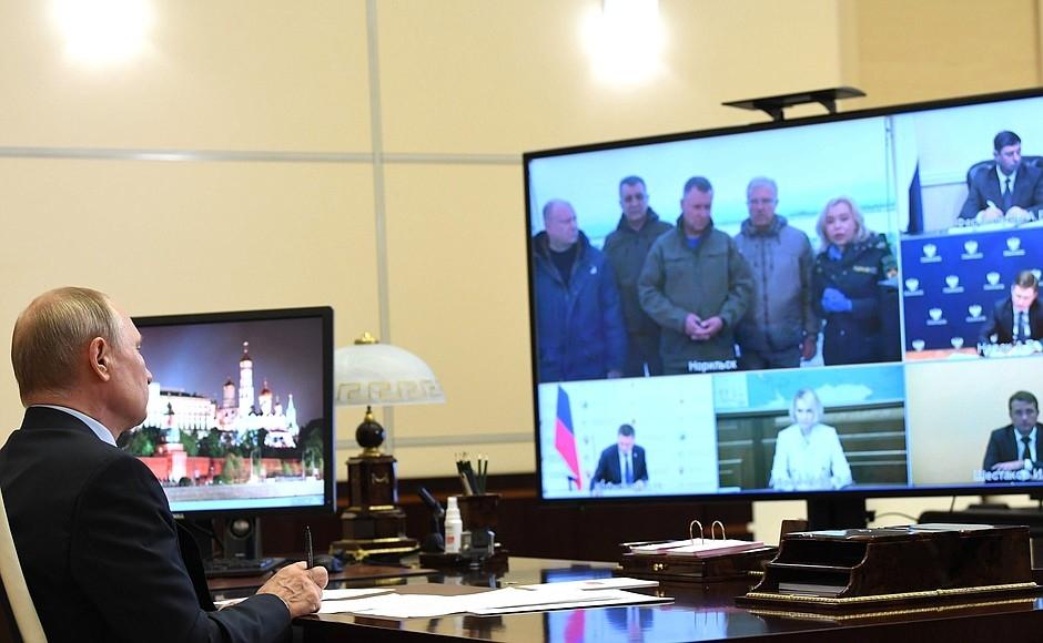 """Владимир Путин: """"Необходимо оперативно исправить положение, ликвидировать ущерб и в полном объеме восстановить экосреду"""""""