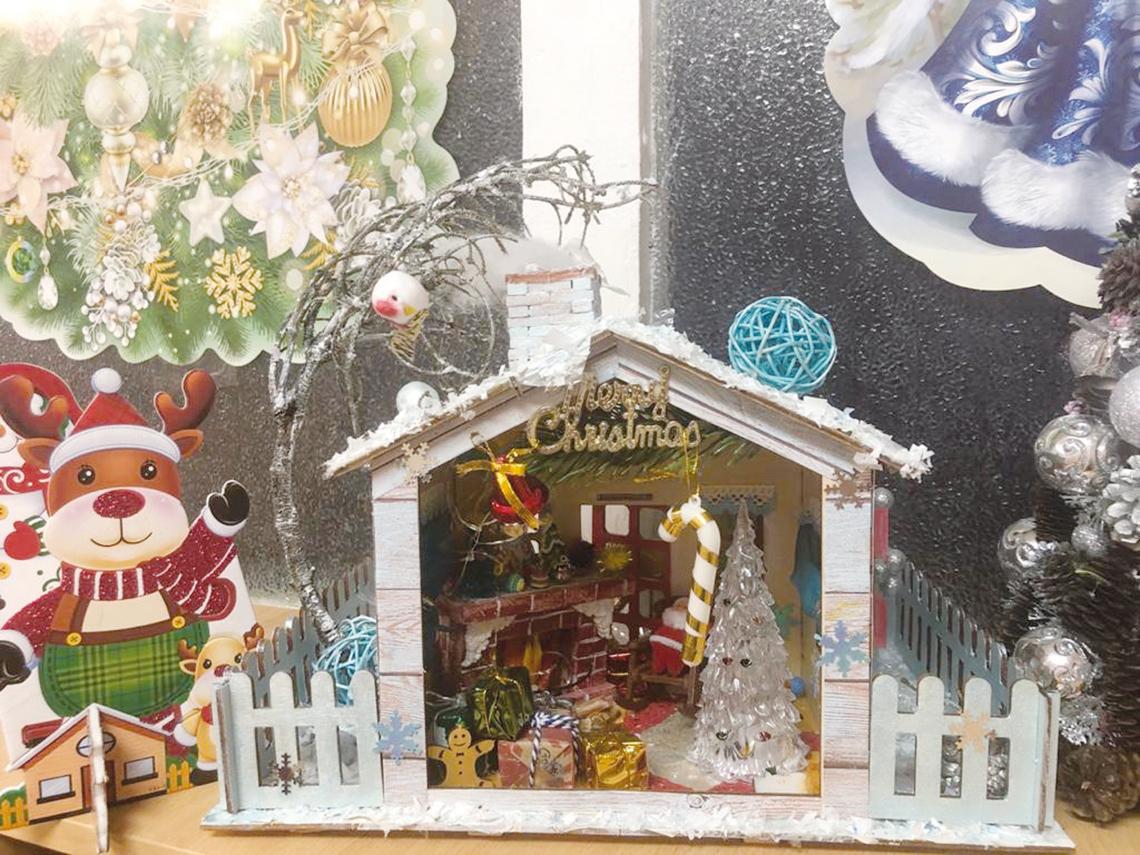 В детском саду «Золотой петушок» вырос городок для Деда Мороза