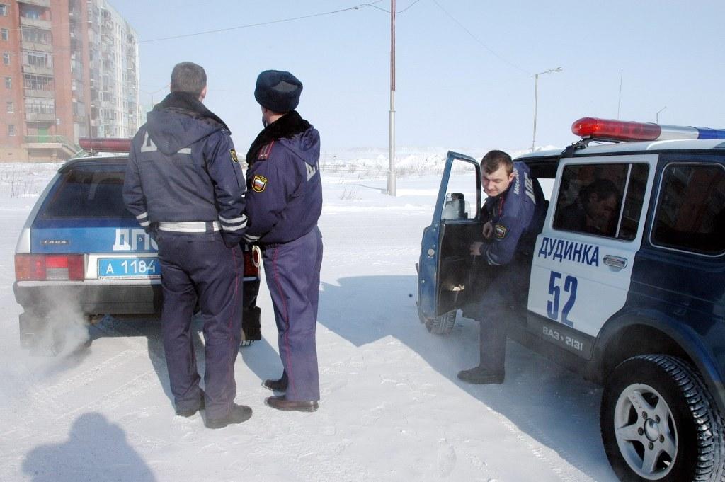 В Дудинке госавтоинспекторы выявили факт использования подложного водительского удостоверения