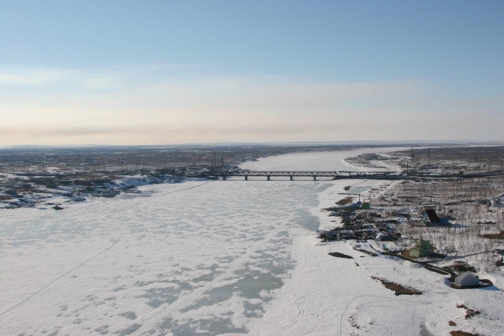 С наступлением первых морозов водоёмы покрываются тонким льдом