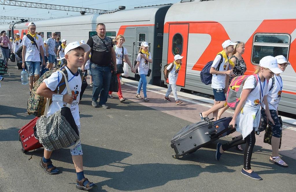 Во время летних каникул школьники смогут ездить на поездах с 50% скидкой