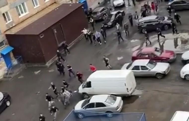 Полицейские задержали 20-летнего участника массового конфликта, произошедшего в Норильске на улице Котульского