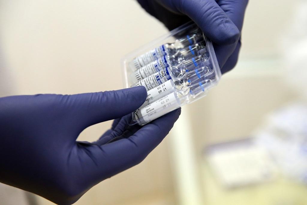 В праздничные дни поставить прививку от коронавируса можно будет без очереди