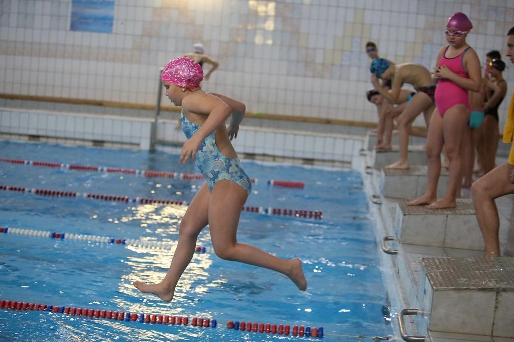 Владимир Путин поручил учить детей плаванию