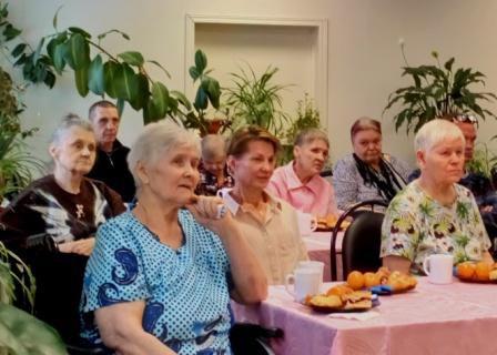 Комплексный центр социального обслуживания населения отметил со своими подопечными День пожилого человека.
