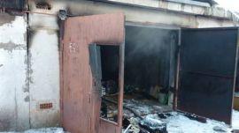 Накануне в Норильске произошел пожар в частном гараже. Рассматриваются две версии случившегося.