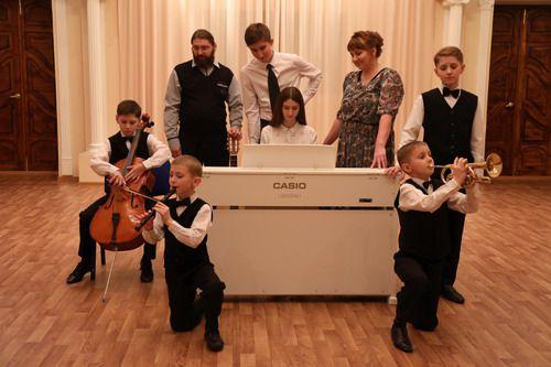 В городском Центре культуры 9 февраля пройдет конкурс «Папа, мама, я - музыкальная семья», приуроченный к 65-летнему юбилею Норильска.