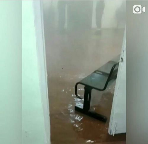 В кайерканской школе № 40 произошло затопление. Руководство школы утверждает: повода для паники нет.