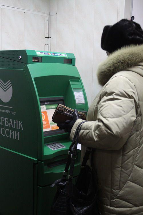 «Подарок» судьбы. Норильчанин снял деньги с найденной карты, и теперь ему грозит до пяти лет тюрьмы.