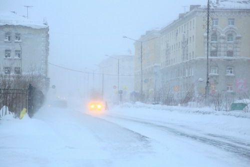 Штормовое предупреждение будет действовать в Норильске еще ночь, утром 15 марта циклон из Норильска уйдет.