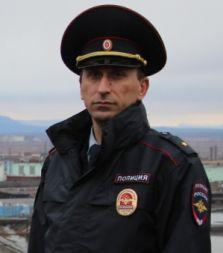 Норильский участковый может попасть в финал всероссийского конкурса «Народный участковый», если его поддержит большинство земляков. Региональное онлайн-голосование уже идет.