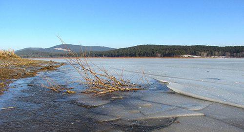 С наступлением первых морозов горожан предупреждают об опасности выхода на тонкий лед.