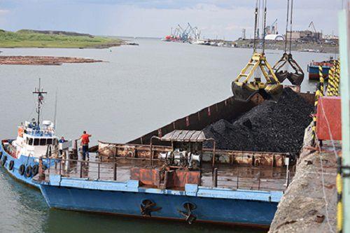 Красноярская транспортная прокуратура выявила факт поставки каменного угля ненадлежащего качества для обогрева районов Крайнего Севера.