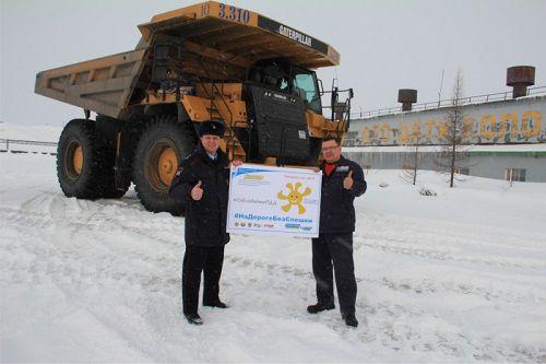 Ринат Ахметчин и Александр Пестряков поздравили норильских автодорожников с профессиональным праздником.