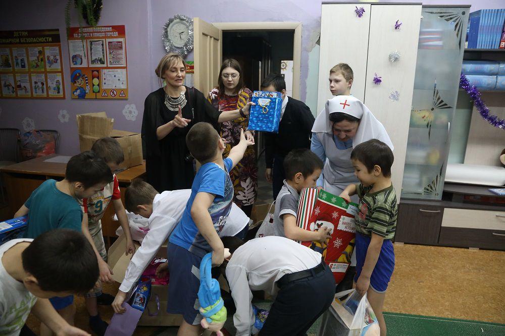 Мечты сбываются. В рамках акции «Дари радость на Рождество» в дудинский детский дом добровольцы из Норильска отвезли 59 подарков.