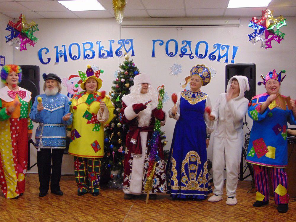 «Рождественские встречи» прошли в Норильске в Комплексном центре социального обслуживания населения. Детвору и взрослых поздравили Дед Мороз и Снегурочка.