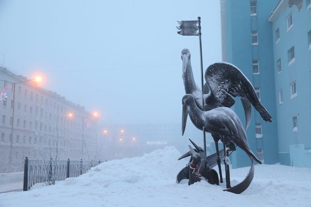 В Норильск идут крещенские морозы.