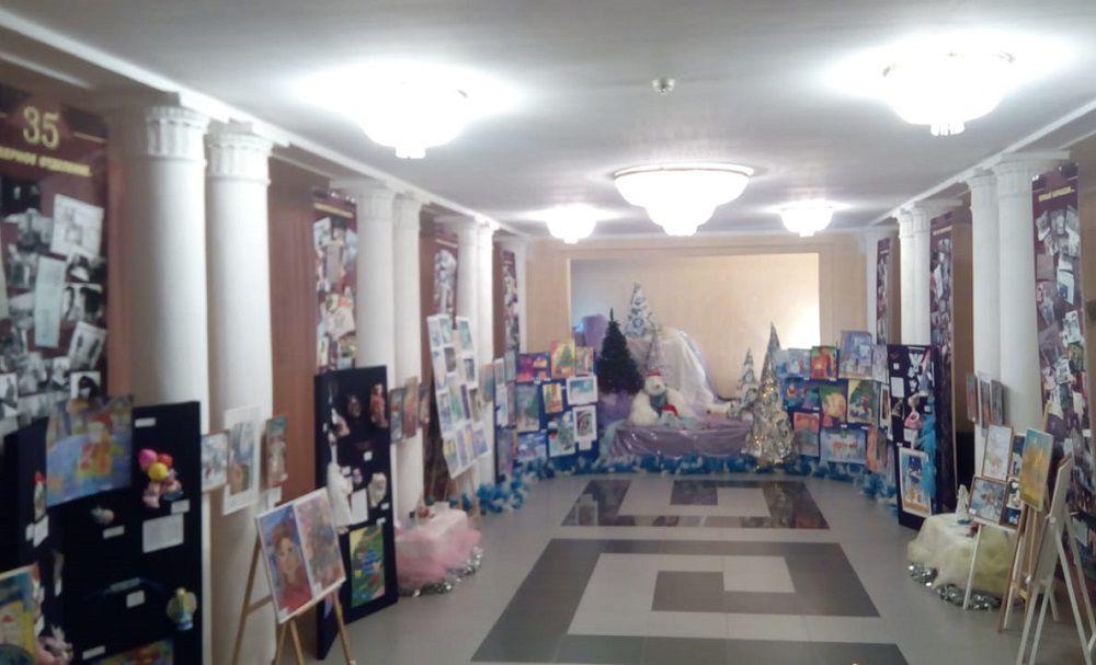 Юных норильчан приглашают принять участие в городском конкурсе детского творчества «Новогодний серпантин», который проходит на площадке Норильского колледжа искусств.