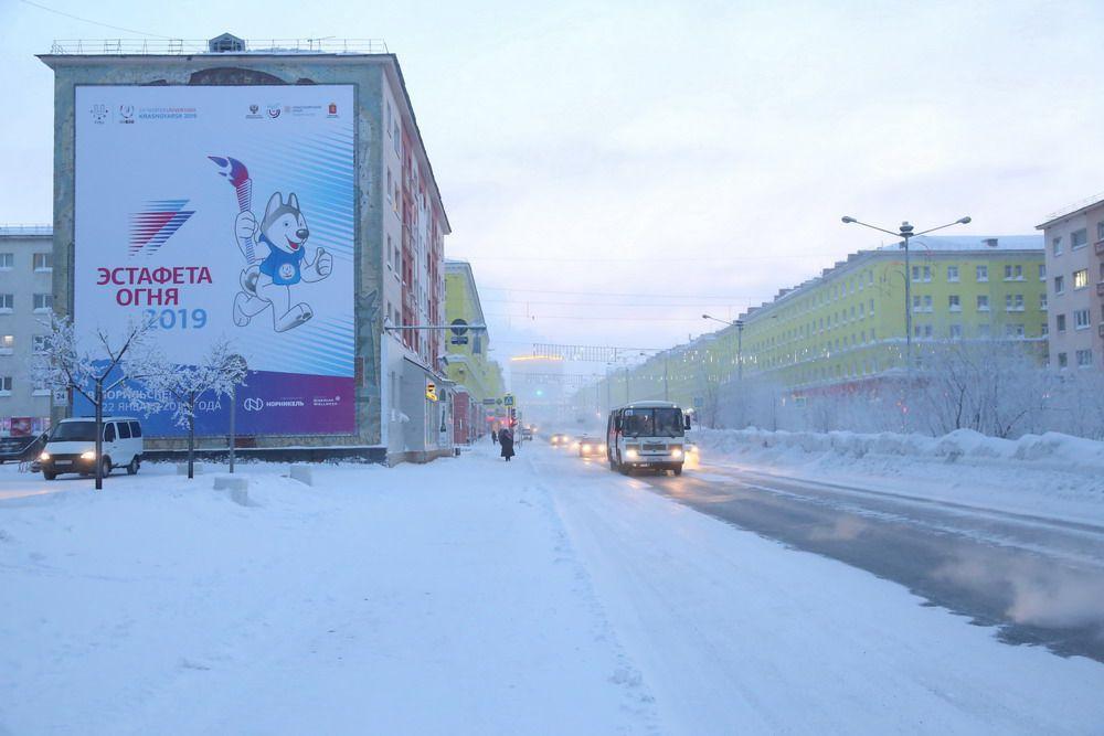 Норильск начали украшать к Эстафете огня Универсиады, региональный этап которой стартует в нашем городе 22 января.