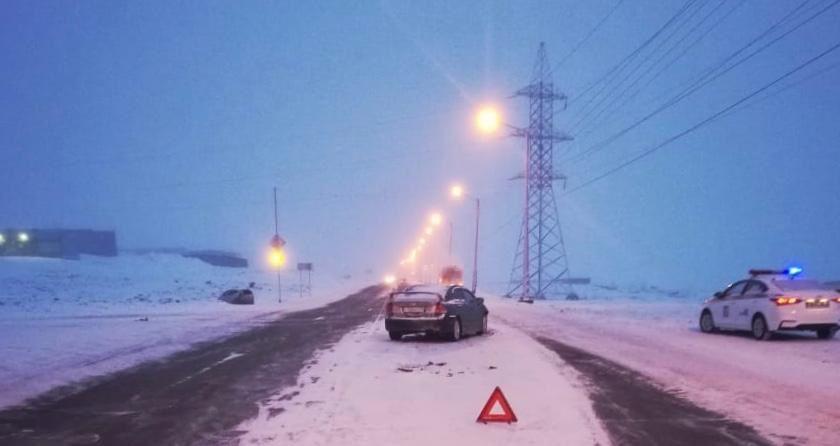 Сегодня утром на автодороге Норильск - Алыкель произошло ДТП с участием пассажирского автобуса и двух легковушек. Пострадали двое человек.