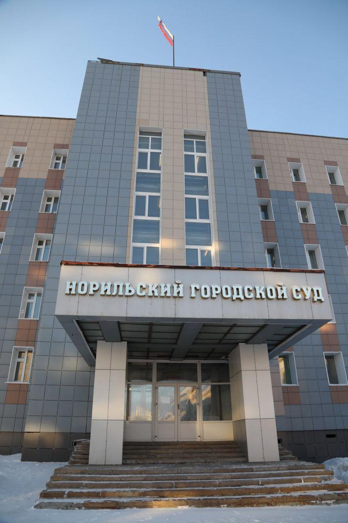 Вынесение решения суда по делу о взрыве на руднике «Заполярный» откладывается из-за болезни одного из подозреваемых.