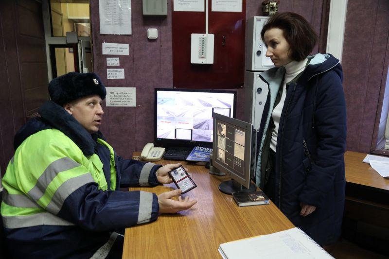 С непростыми условиями работы сотрудников ГИБДД ознакомилась член общественного совета.