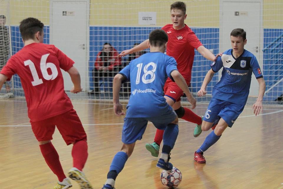 Старшие юноши МФК «Норильский никель» 2001/2002 гг. р. победили «БЛиК» со счётом 8:4.