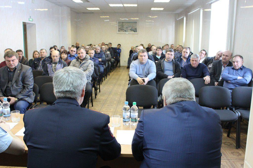 Начальник норильской Госавтоинспекции в ходе рабочей встречи с руководством и водителями НПОПАТ обсудили ситуацию, связанную с увеличением количества ДТП с участием автобусов.