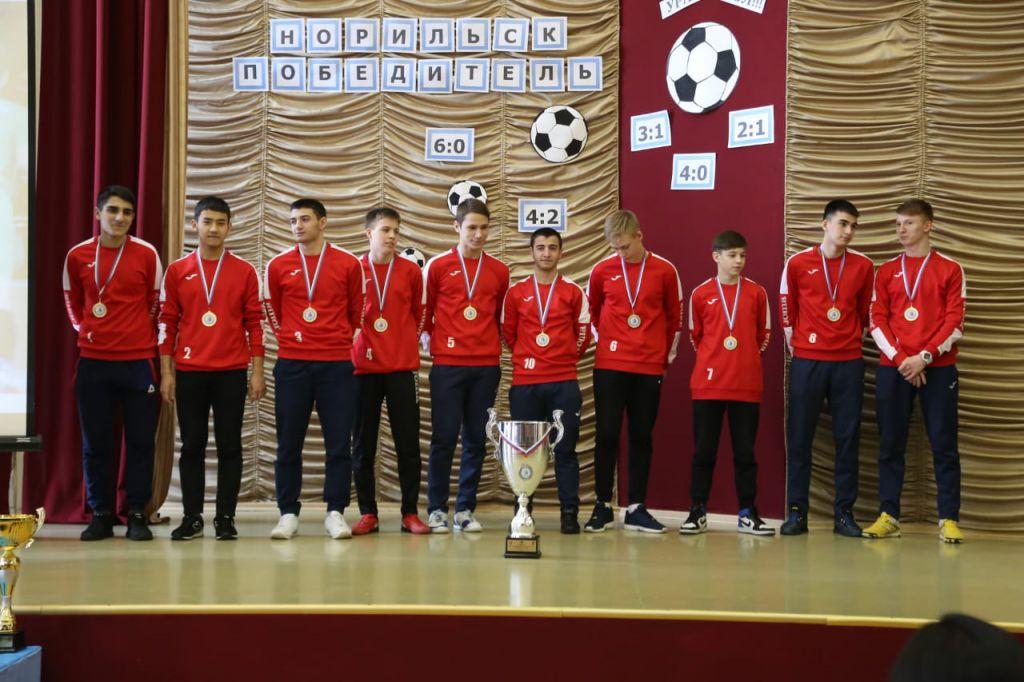 Норильчане – победители проекта «Мини-футбол – в школу». Вчера их чествовали в родной 42-й школе.