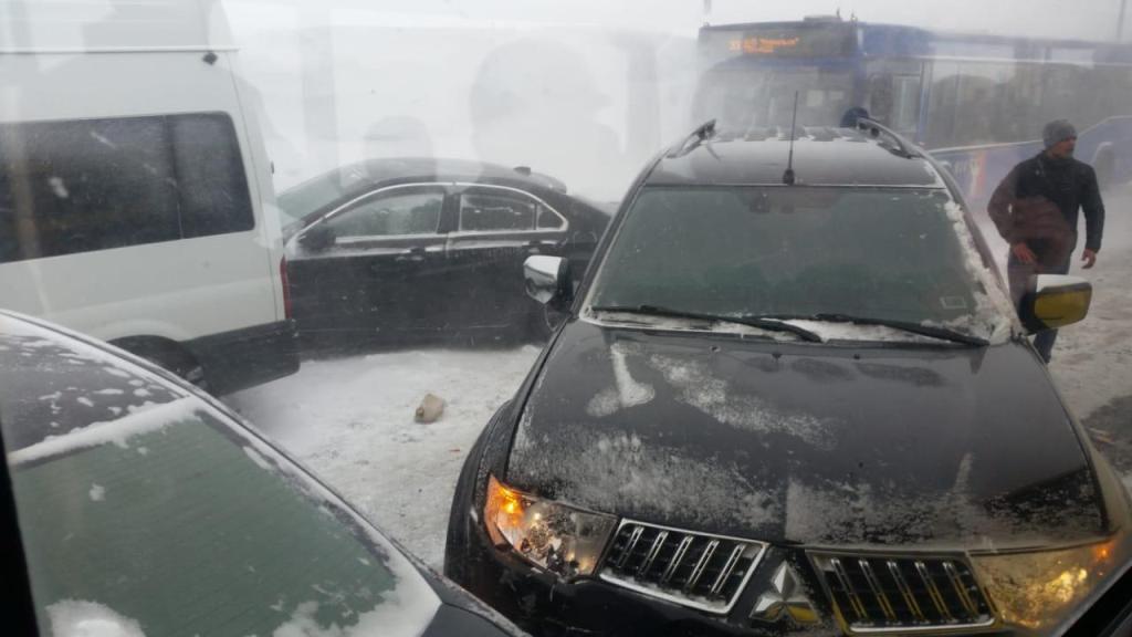 Сегодня утром на автодороге Норильск-Алыкель произошло массовое ДТП с участием девяти автомобилей.
