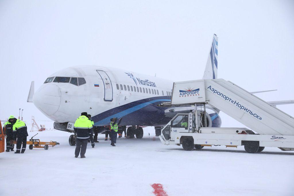 Поцарапал самолет - отвечай! Глава буксировочной бригады аэропорта «Норильск» отстранен от работы.