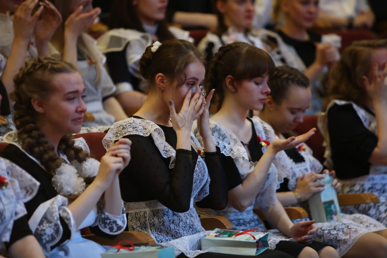 Для норильских 11-классников прозвенел последний звонок – раньше всех в Красноярском крае.