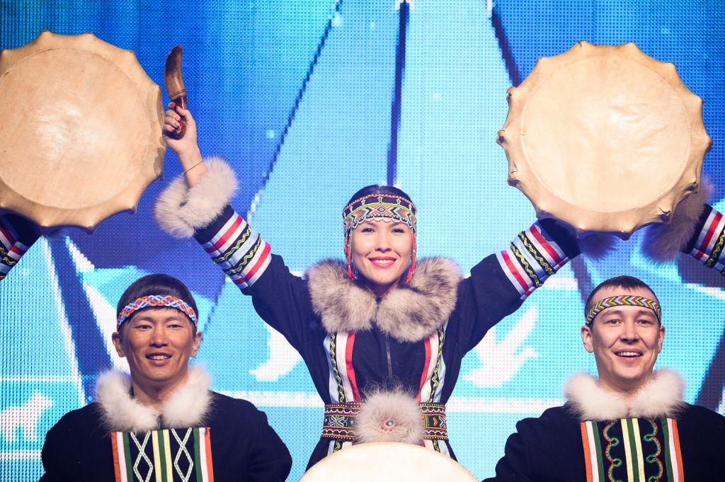 Торжественное открытие Арктического кубка в Дудинке состоялось. За ярким праздником следили сотни гостей.