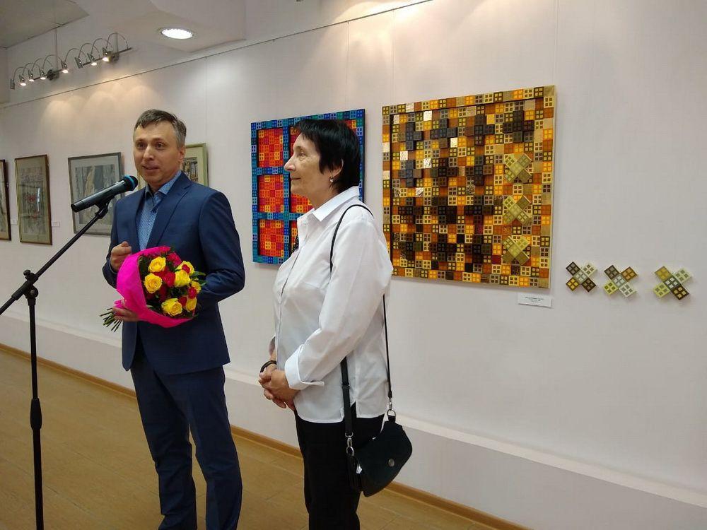 В художественной галерее открылась выставка известной таймырской художницы Людмилы Гесслер.