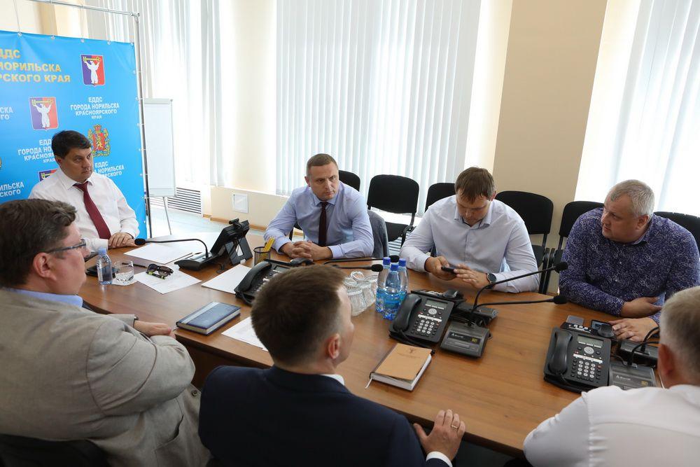 Ситуация с вывозом мусора и крысами в Норильске на личном контроле главы города. Ринат Ахметчин обсудил с руководством «РостТех», как решить эти проблемы.