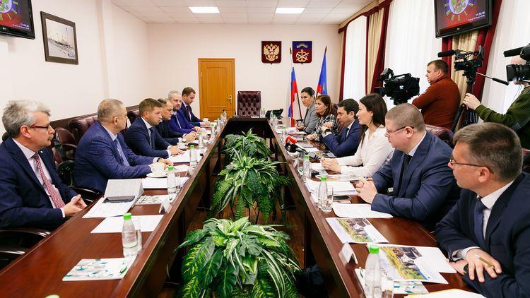 «Норникель» и руководство Мурманской области обсудили реализацию проектов государственно-частного партнёрства.
