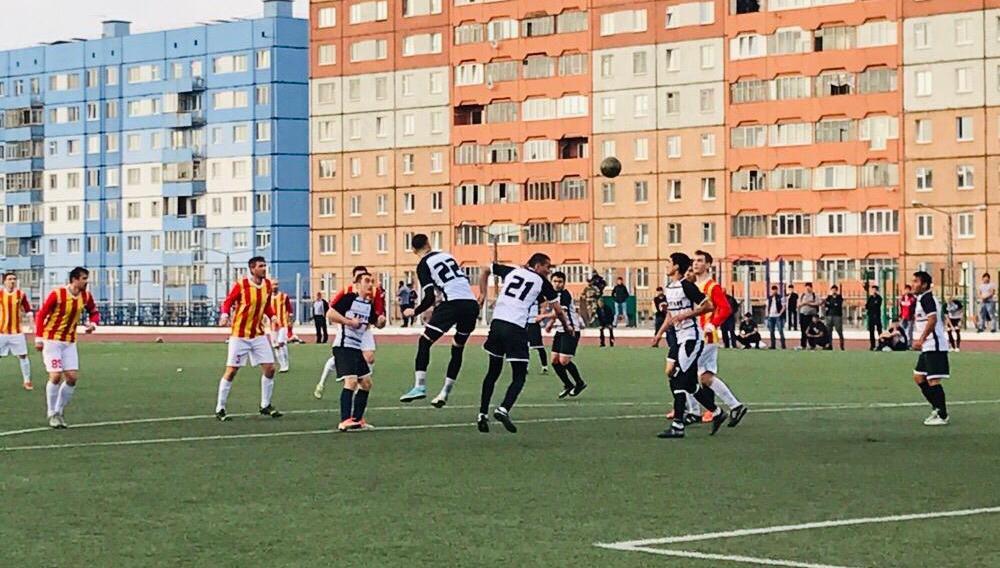 Завтра начнутся игры плей-офф чемпионата города по футболу.