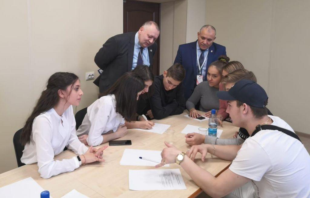 Молодые парламентарии провели образовательный форум в Норильске.