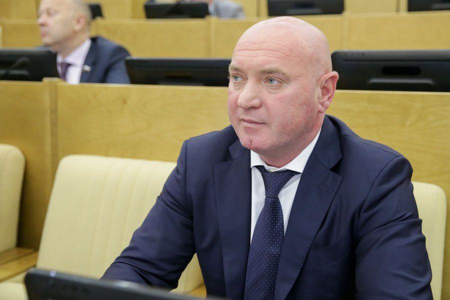 «Решение нужно отозвать»: депутат Госдумы от Красноярского края предложил обсудить с народом повышение взносов за капремонт.