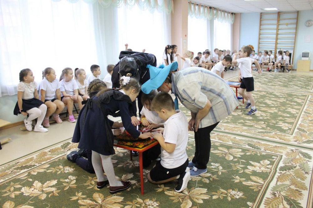 В кайерканской «Снежинке» в рамках взаимодействия со школой № 45 прошло совместное мероприятие по ПДД.