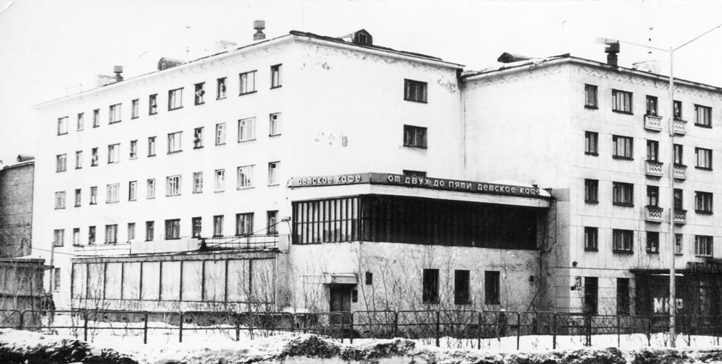 В Норильске может быть восстановлено кафе на месте знаменитого в прошлом «От двух до пяти». Строительство, по оценке экспертов, займёт не меньше двух лет.