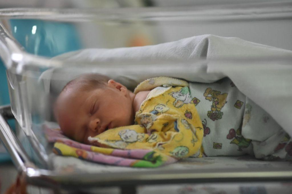 В это воскресенье исполнится год первому малышу, который родился в норильском перинатальном центре. За это время здесь появились на свет более 2200 ребятишек.