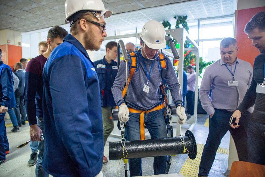 «Норникель» продемонстрировал промышленникам возможности экзоскелета.