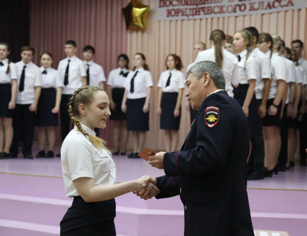 В субботу в школе № 14 состоялось посвящение десятиклассников в слушатели юридического класса.