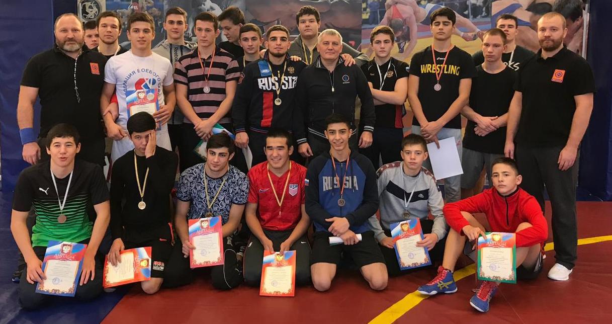 2 ноября на стадионе «Заполярник» прошёл чемпионат города по вольной борьбе.