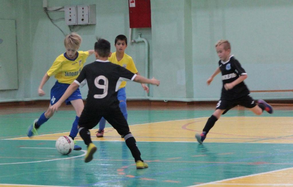 В Норильске продолжается первенство города по мини-футболу среди юношей.