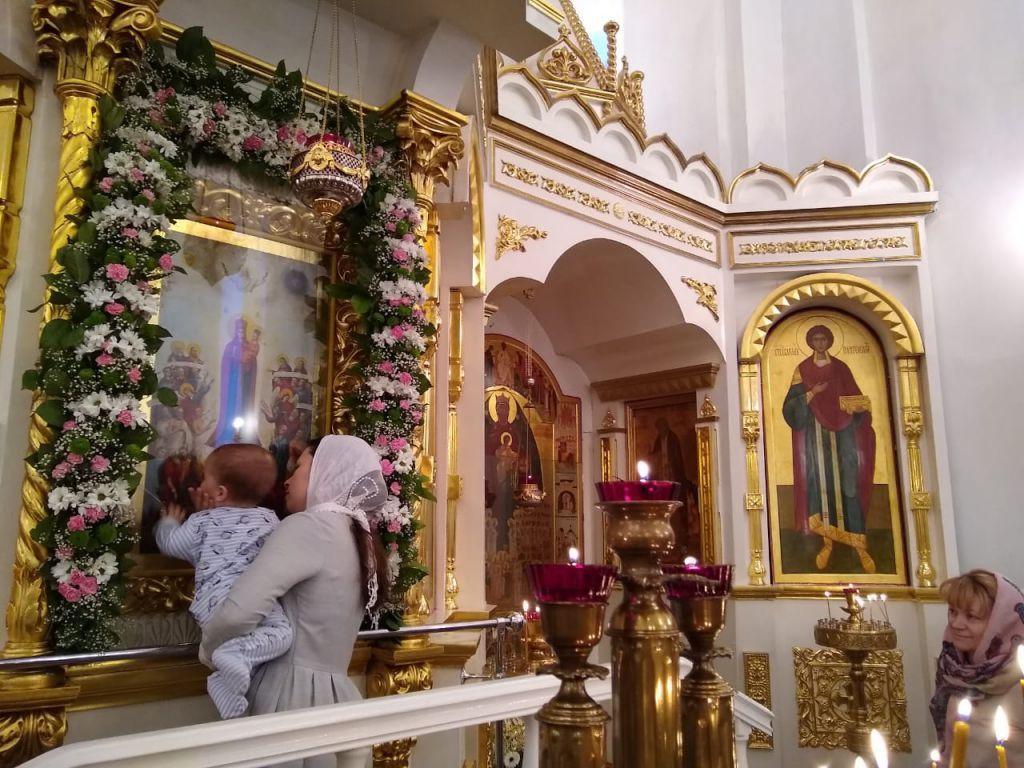 Сегодня, 6 ноября, в соборе в честь иконы Божией Матери «Всех скорбящих Радость» отметили престольный праздник, который у православных считается Малой Пасхой.