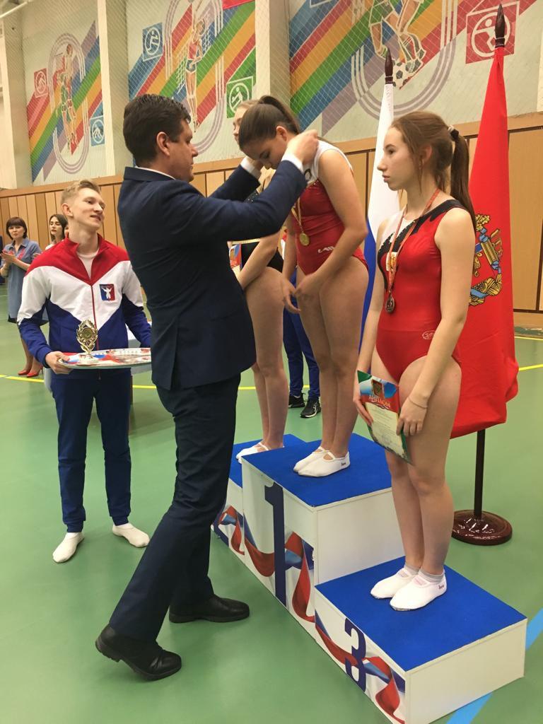 В городе прошло первенство Норильска по прыжкам на батуте и акробатической дорожке среди школьников.